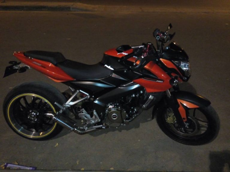 Custom Bajaj Pulsar NS200 with BMW S1000RR's Rear Tyre 1